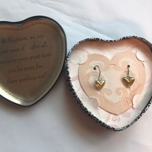 New Brighton lever back heart earrings ❤️